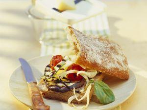 Italienisches Weißbrot mit Käse und Grillgemüse Rezept