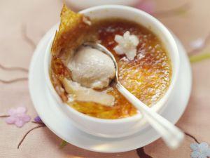 Jasmin-Creme-Brulee und Orangenkompott mit Gewürzen Rezept