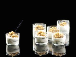 Joghurtparfait mit Lakritz-Granita Rezept