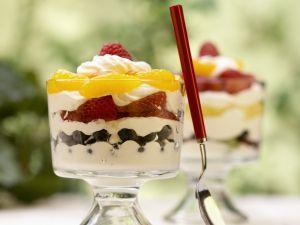 Joghurtparfait mit Obst Rezept