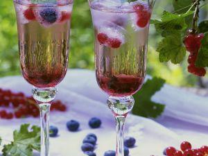 Johannisbeerdrink und Beeren-Eiswürfel Rezept