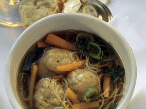 Jüdische Suppe mit Matzeknödel Rezept