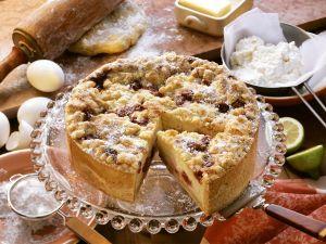 Käse-Streusel-Kuchen mit Kirschen Rezept