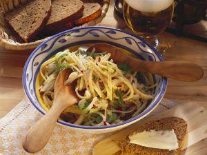 Käsesalat mit Frühlingszwiebeln und Radieschen Rezept
