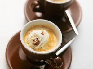 Kaffees mit Eis und Likör Rezept