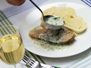 Kalbs-Tafelspitz mit Serviettenknödel und Dillsoße Rezept