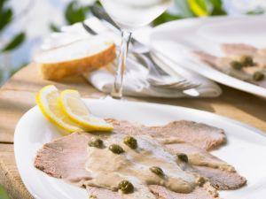 Kalbsfleisch mit Kapern-Thunfisch-Soße (Vitello tonnato) Rezept