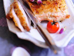 Kalbsrücken mit Quinoakruste und Rosenblüten Rezept