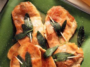 Kalbsschnitzelchen mit Salbei und Schinken Rezept