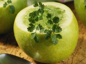 Kalte Apfelsuppe mit Kerbel Rezept