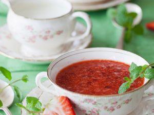 Kalte Erdbeersuppe mit Tapioka Rezept