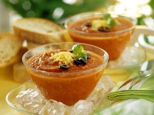 Kalte Gemüsesuppe mit Oliven Rezept