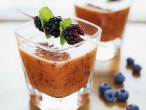 Karotten-Beeren-Shake mit Haferkleie Rezept