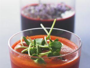 Karotten-Rote-Beete-Saft und Tomatensaft mit Sprossen Rezept