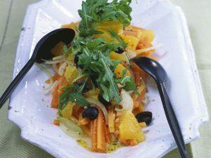 Karottensalat mit Orangen, Oliven und Rucola Rezept