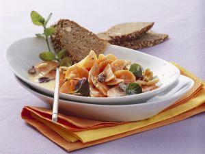 Karottensalat mit Pinienkernen und Joghurtdressing Rezept