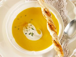 Karottensuppe mit Knabberstange Rezept