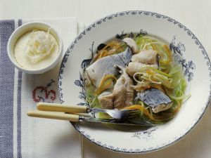 Karpfen in Gemüsebrühe mit kaltem Meerrettich Rezept