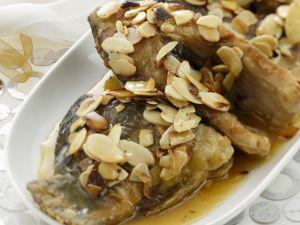 Karpfen mit Honig und Mandeln Rezept