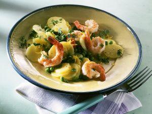 Kartoffel-Erbsensalat mit Shrimps Rezept