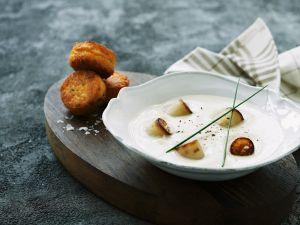 Kartoffel-Fisch-Frikadellen mit Sellerie-Kokos-Suppe Rezept