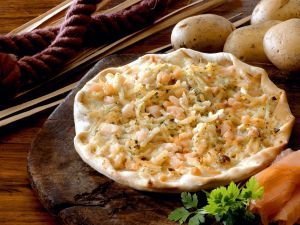 Kartoffel-Flammkuchen mit Lachs Rezept