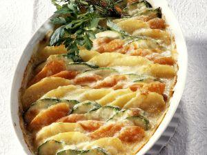 Kartoffel-Gemüse-Gratin mit Zucchini und Karotten Rezept