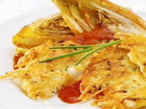 Kartoffel-Käse-Rösti mit gebratenem Chicoree Rezept