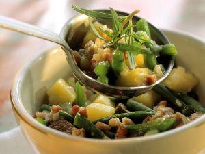 Kartoffel-Lamm-Eintopf mit grünen Bohnen und Speck Rezept