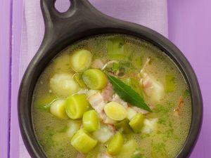 Kartoffel-Porree-Suppe mit Speck Rezept