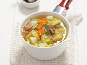 Kartoffel-Wirsing-Eintopf mit getrocknetem Schinken (Pancetta) Rezept