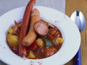 Kartoffel-Würstchen-Ragout Rezept