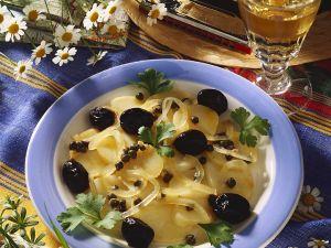 Kartoffel-Zwiebel-Salat mit Oliven Rezept