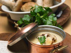 Kartoffelcremesuppe mit Steinpilzen Rezept