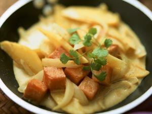 Kartoffelcurry mit Kürbis Rezept