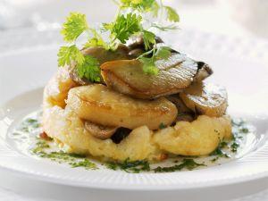 Kartoffelgratin mit gebratenen Steinpilzen Rezept