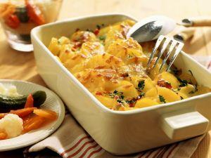Kartoffelgratin mit Mixed Pickles Rezept