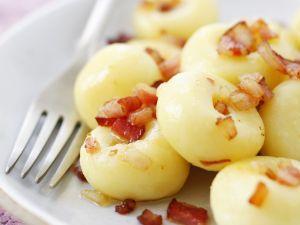 Kartoffelklößchen mit Speck auf schlesische Art Rezept