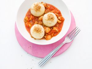 Kartoffelklöße mit Tomaten-Champignonsauce Rezept