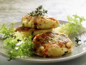 Kartoffelküchlein mit Schafskäse und Tomaten Rezept