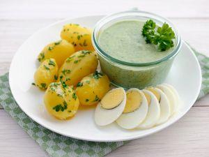 Kartoffeln mit Kräutersauce und Ei Rezept