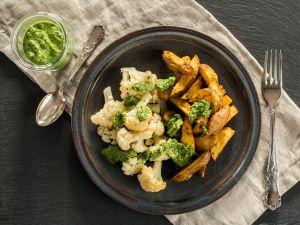 Kartoffeln und Blumenkohl aus dem Ofen mit Bärlauch-Pesto Rezept