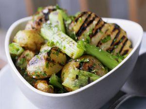 Kartoffeln vom Grill mit Stangensellerie Rezept