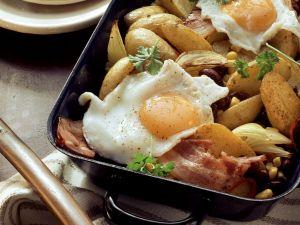 Kartoffelpfanne mit Bacon und Spiegelei Rezept