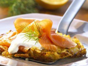 Kartoffelrösti mit geräucherten Lachs und Meerrettichsoße Rezept