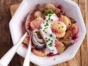 Kartoffelsalat mit Hering und Roter Bete Rezept