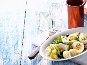 Kartoffelsalat mit Käse und Ei Rezept