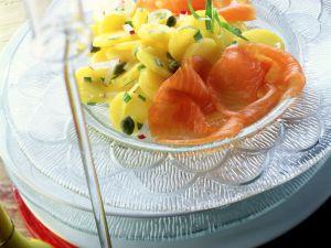 Kartoffelsalat mit Räucherlachs Rezept