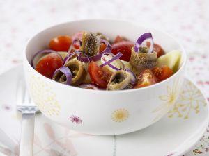 Kartoffelsalat mit Sardellen, Tomaten und Zwiebeln Rezept