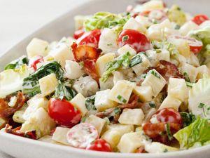 Kartoffelsalat mit Speck und Tomaten Rezept